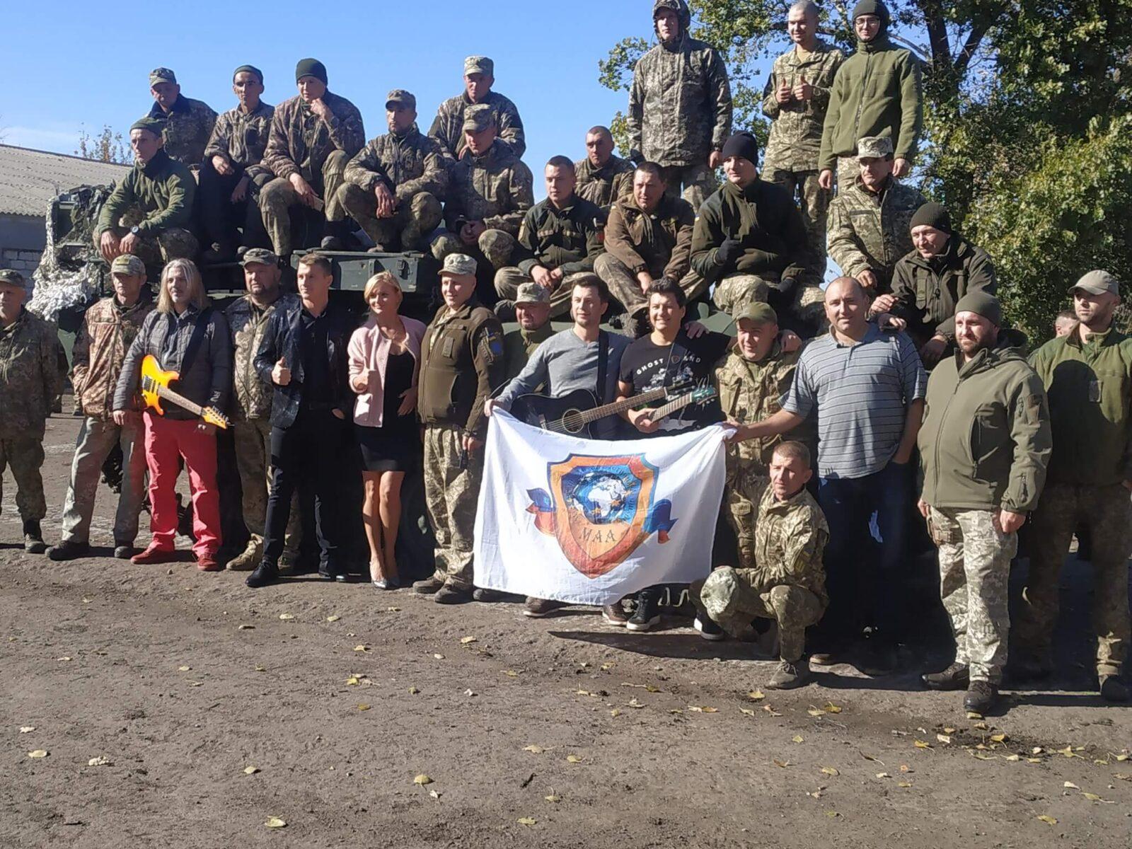 Группа Корабли посетили бойцов на фронте и поздравили их с праздником Покровы