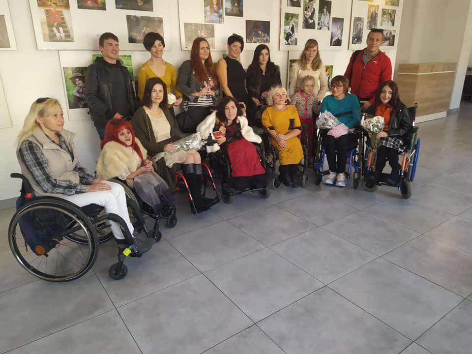 Выставка «Сильный духом» с участием волонтёров МАА